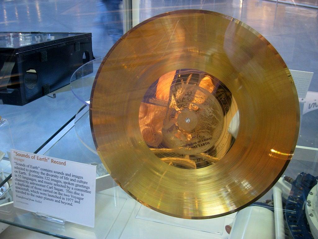 Altın Plakğın Dünya'da bulunan bir kopyası.