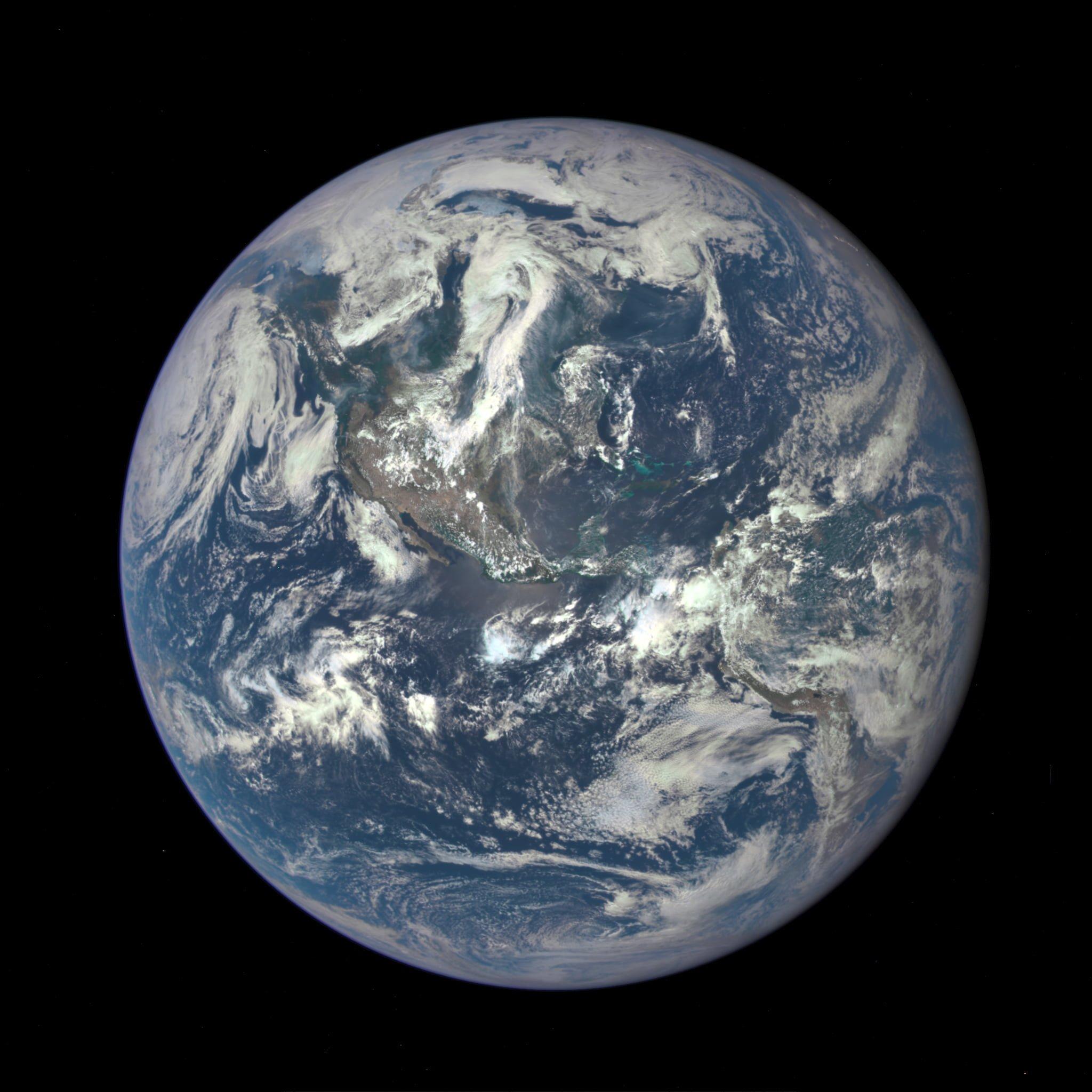 1,6 Milyon Kilometreden Dünya
