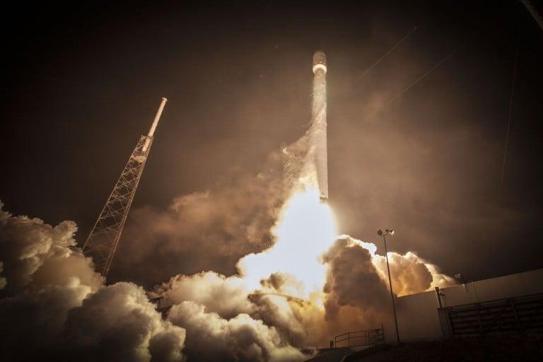 Falcon 9 Tarihi İnişi Yaptı