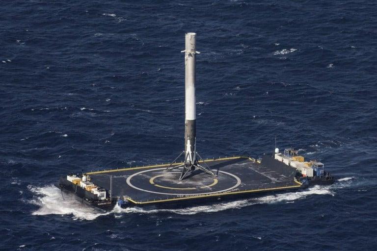 Falcon 9 Roketi Okyanusa Dikey İniş Yaptı