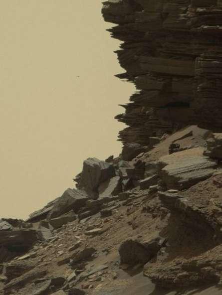 Bu kayaç yapısıysa, kumtaşından. Bilim insanları bu yapıları 'Çapraz katmanlaşma' olarak tanımlıyor.