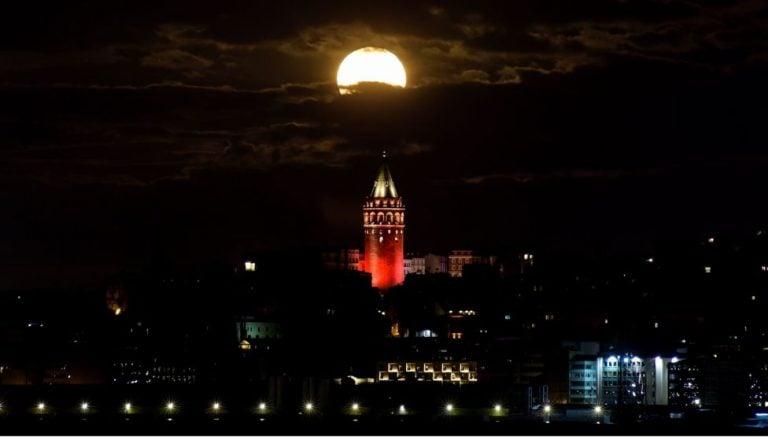 Süper Ay Bu Gece Gözlemlenecek