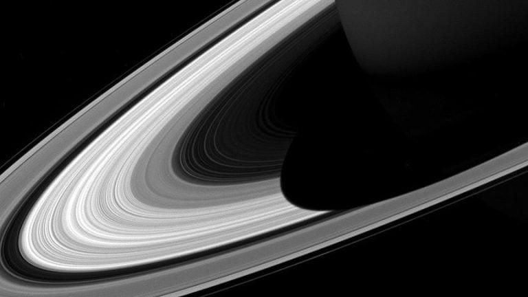 Satürn'ün Halkalarına Düşen Gölgesi Kısalıyor
