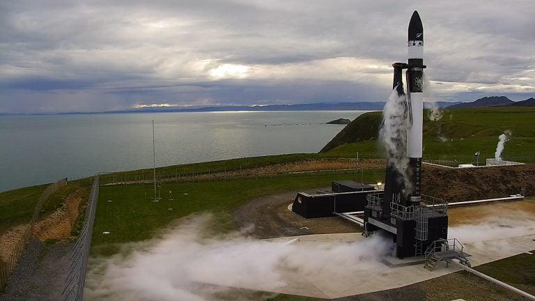 Dünya'da İlk Kez Özel Şirkete Ait Platformdan Uzay Mekiği Fırlatıldı