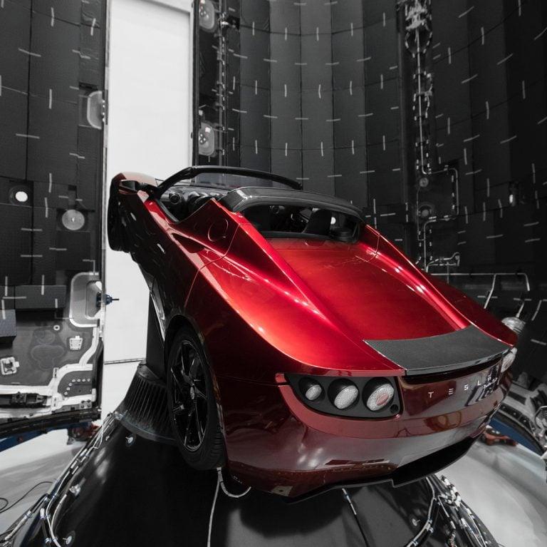 Elon Musk, Tesla Roadster'ı SpaceX ile Uzaya Gönderecek