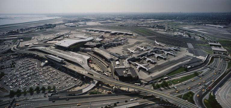 New York JFK Havalimanında Hastalık Paniği