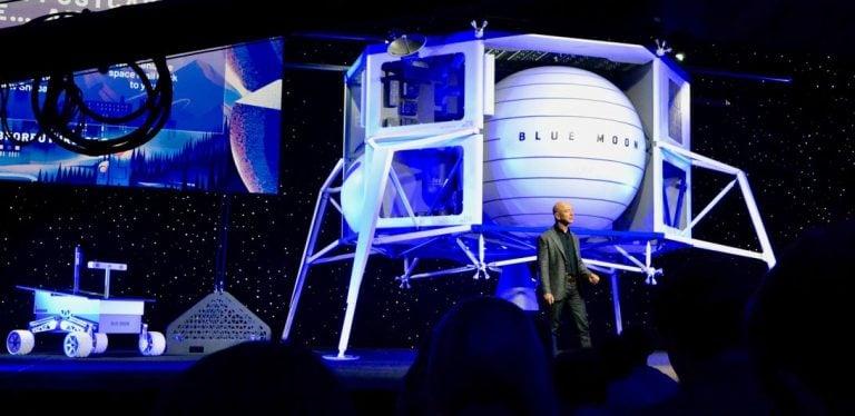 Amazon'un Patronu Jeff Bezos 2024'te Ay'a İnmesi Planlanan Aracı Tanıttı