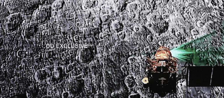 Hindistan'ın Ay'a Fırlattığı Uzay Aracıyla İrtibat Kesildi