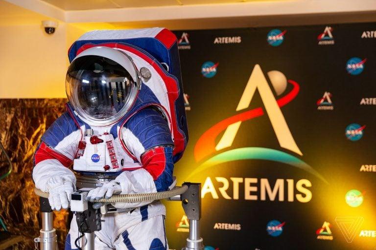 NASA Yeni Nesil Uzay Giysilerini Tanıttı