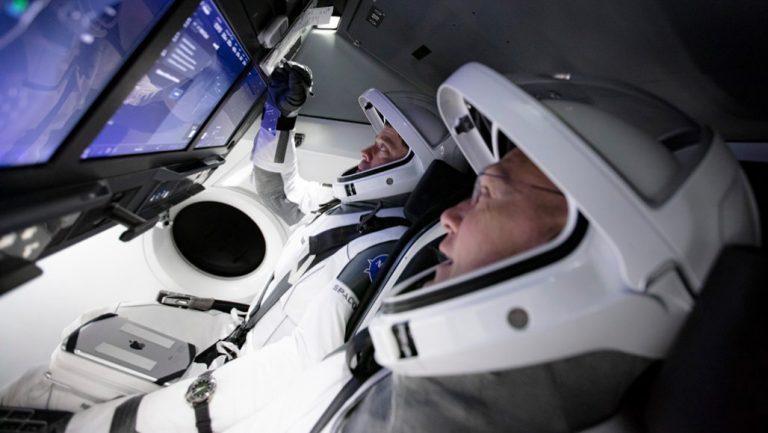 SpaceX'in İlk İnsanlı Uzay Mekiği Denemesi Ertelendi
