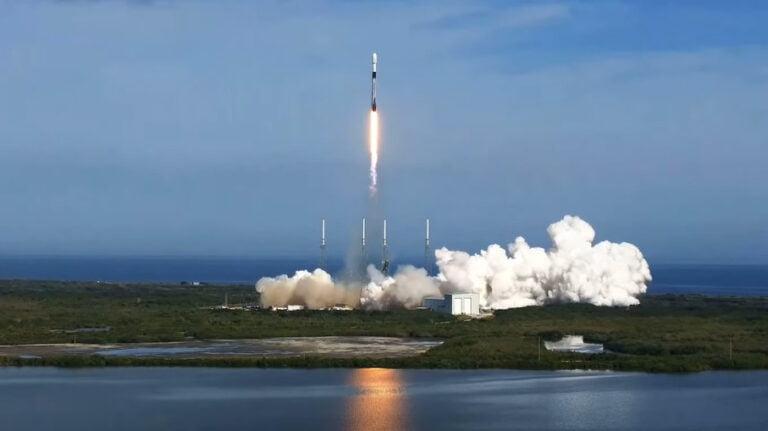 SpaceX, Falcon 9 Roketi İle Sirius XM Uydusunu Fırlattı