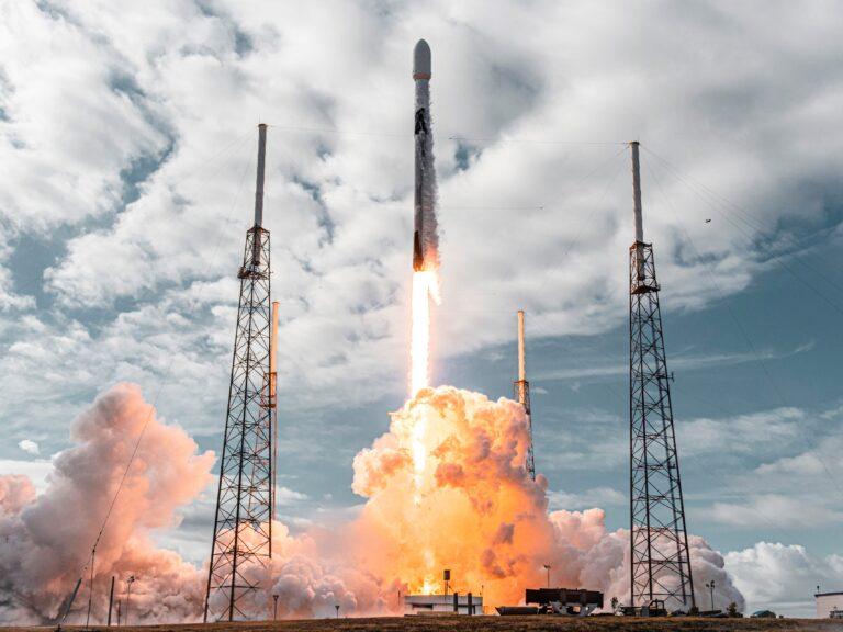 SpaceX Tek Seferde Uzaya 143 Uydu Fırlattı