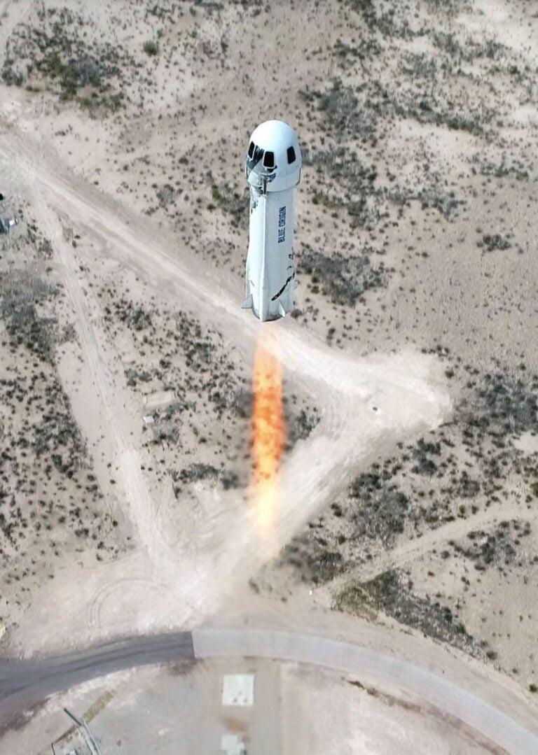 Jeff Bezos Uzay Uçuşunu Gerçekleştirdi