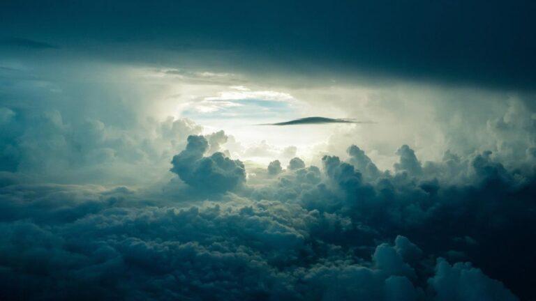 Atmosferin Ağırlığı Altında Neden Ezilmiyoruz?